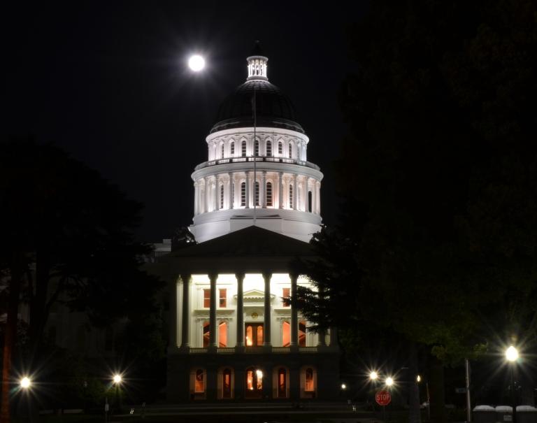 full moon capitol