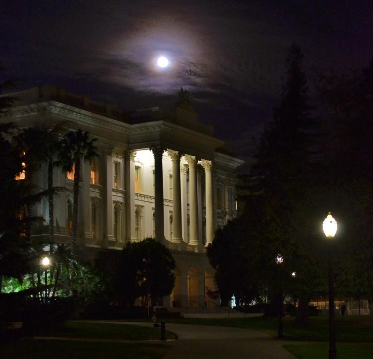 capitol moon.JPG